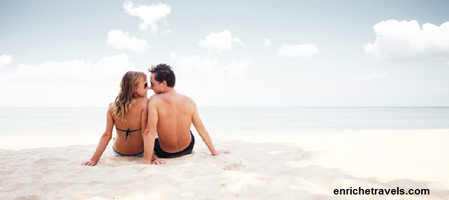 SriLanka_Couple_on_beach