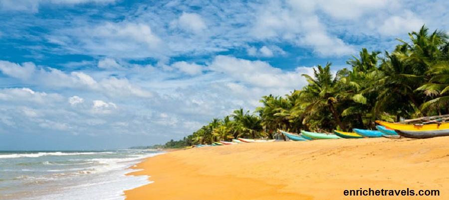 Sri_Lanka_Fishing_boats_resting_on_empty_beach