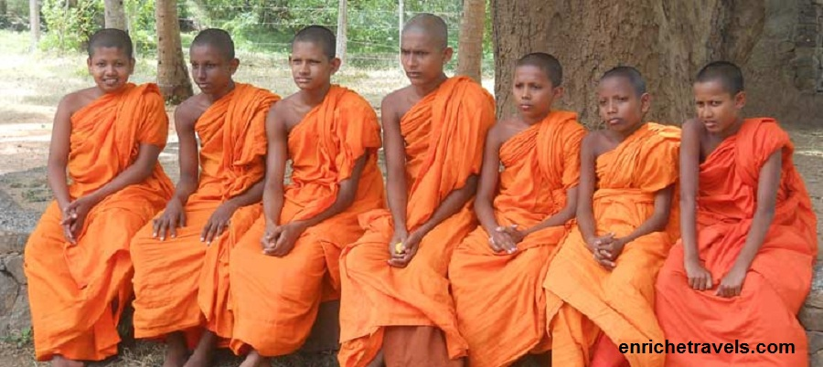 temple-moines-srilanka